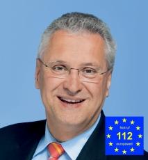 Innenminister Joachim Herrmann Bayern mit NotruflogoSchirmherr -230
